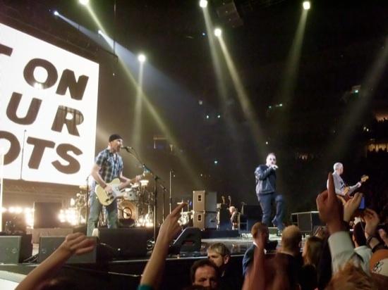 U2 perfoming at ECHO 2009